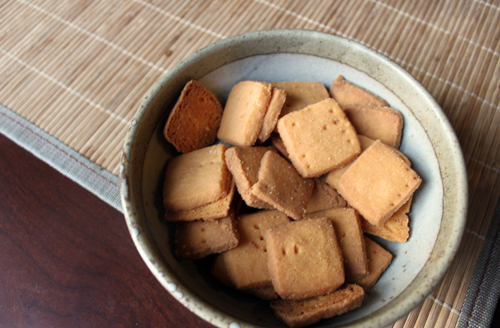 homemade vegan cheese crackers