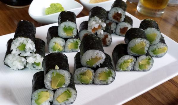 bamboo_avocado_rolls